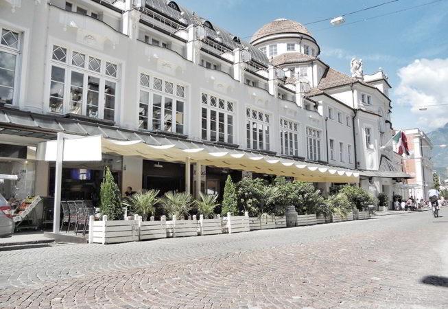 ombrellone pergola dehors caffe centro storico